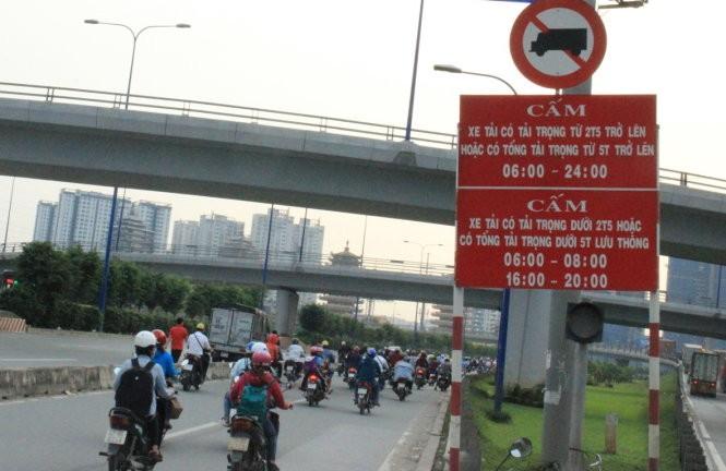 Giờ cấm xe tải ra vào Hà Nội