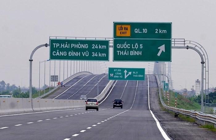 Cấm người đi bộ đi trên đường cao tốc