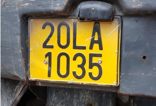 Chuyển biển số xe kinh doanh vận tải trắng sang vàng